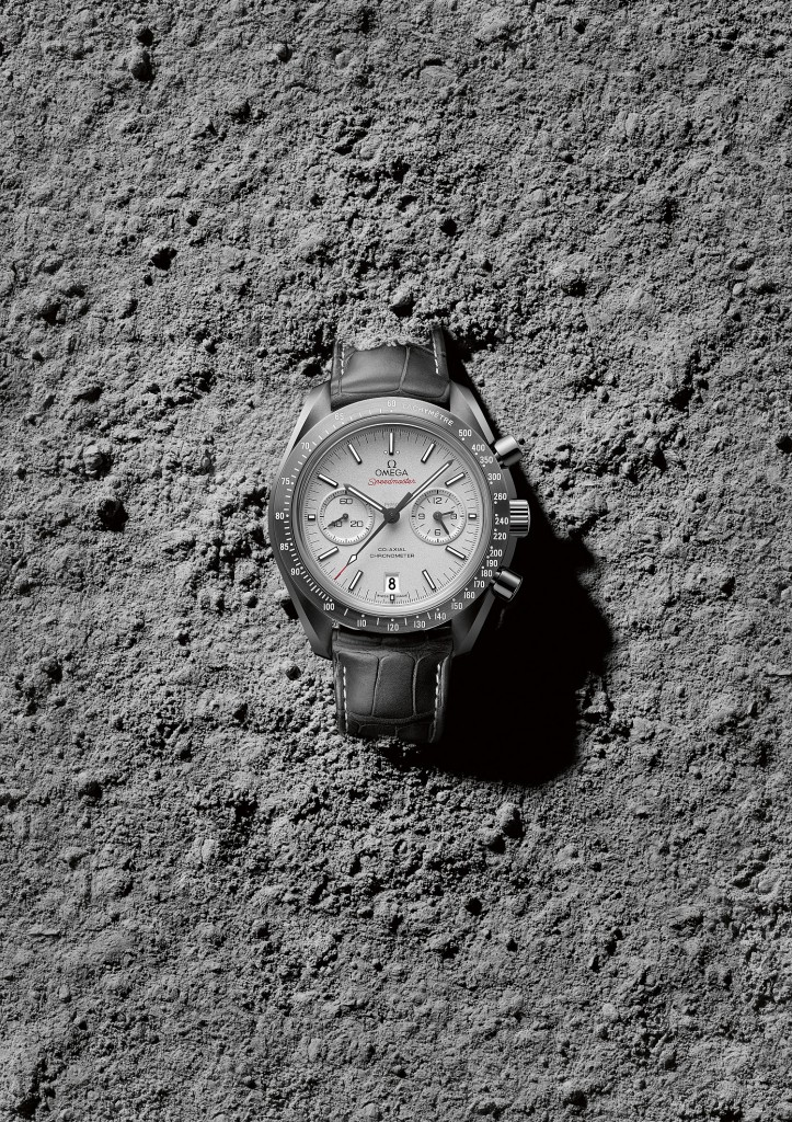 OMEGA_Speedmaster_Grey_Side_of_the_Moon_311_93_44_51_99_001_ambiance_1