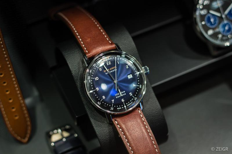 Iron Anie Bauhaus Uhr