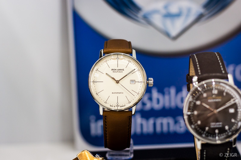 Bauhaus Uhr von Iron Annie